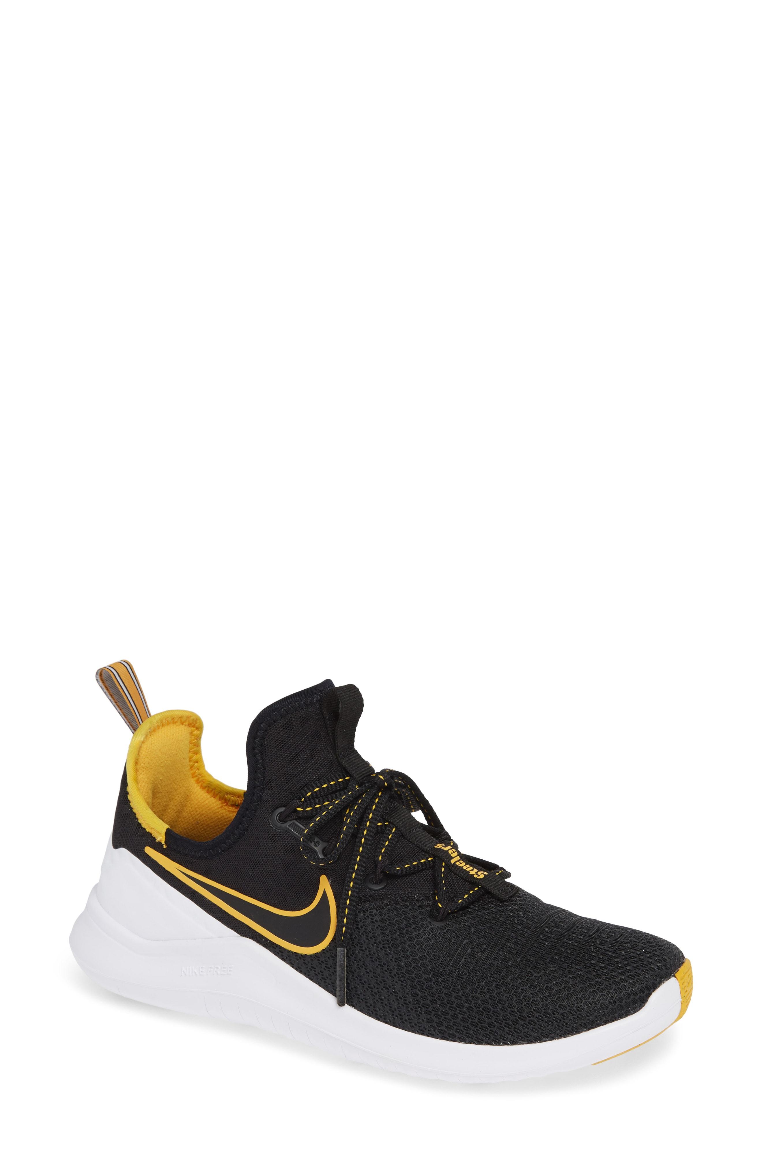 Nike Free TR 8 NFL Training Shoe (Women)