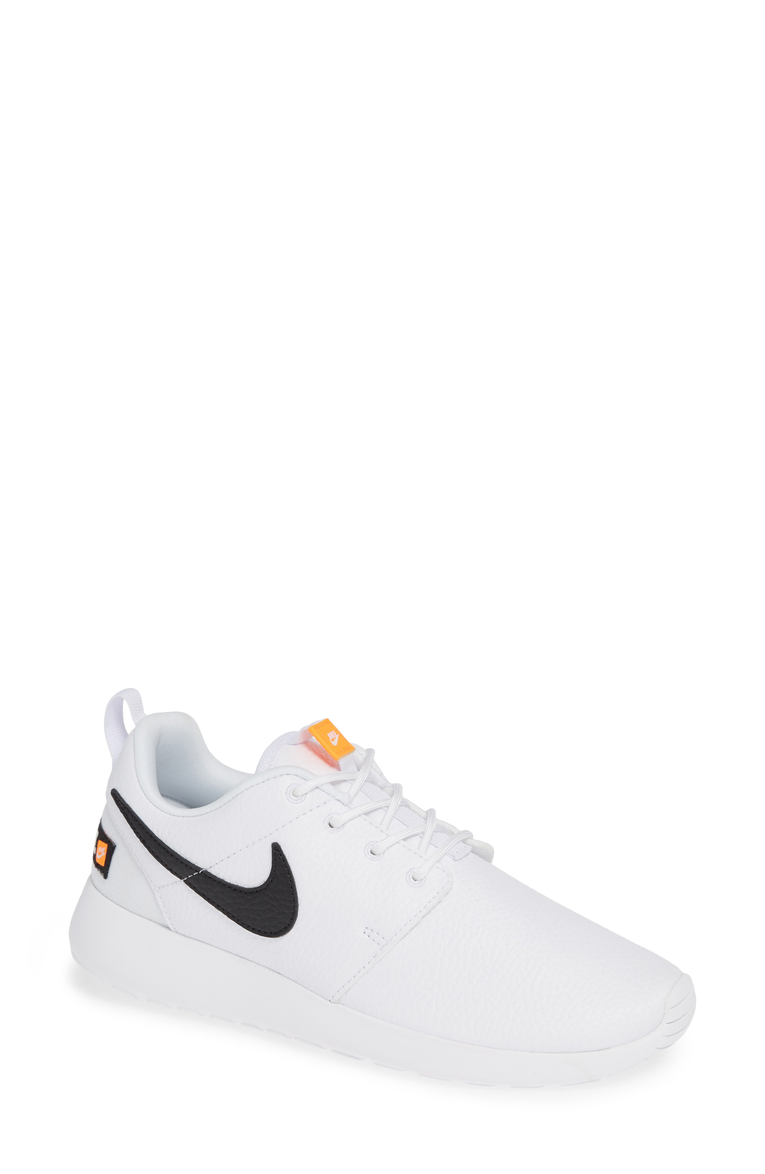 Nike 'Roshe Run' Print Sneaker (Women)